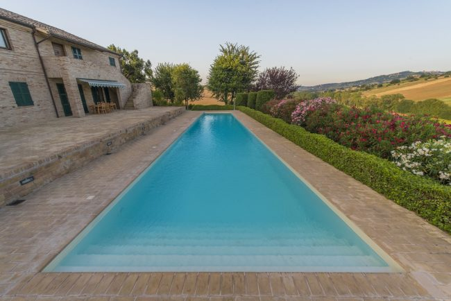 piscina-trapezoidale-2-650x434