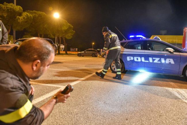 ricerche-polizia-e-vdf-zona-commerciale-civitanova-FDM-10-650x434