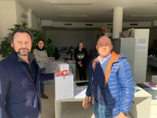 Il-sindaco-Sandro-Sborgia-e-lassessore-Sfascia-alal-consegna-delle-mascherine