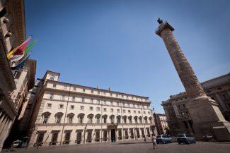 Palazzo_Chigi_-_Roma_2010-325x217