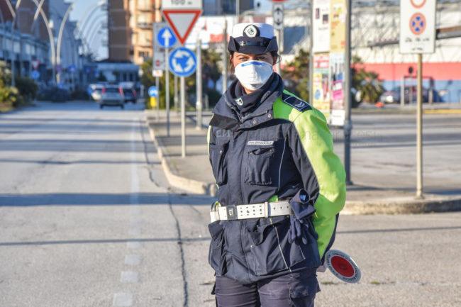 controlli-autocertificazione-polizia-locale-vigili-urbani-civitanova-FDM-1-650x433