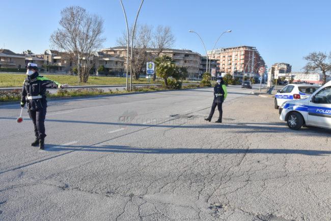 controlli-autocertificazione-polizia-locale-vigili-urbani-civitanova-FDM-2-650x433