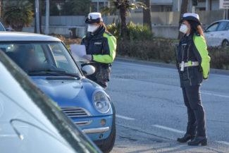 controlli-autocertificazione-polizia-locale-vigili-urbani-civitanova-FDM-3-325x217