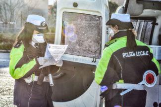 controlli-autocertificazione-polizia-locale-vigili-urbani-civitanova-FDM-4-325x217