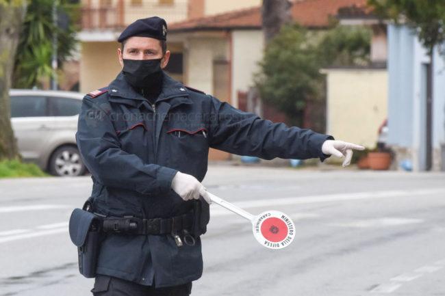 controlli-carabinieri-coronavirus-civitanova-FDM-2-650x433