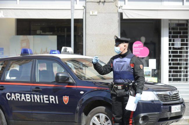 controlli-carabinieri-coronavirus-corso-cavour-1-650x433