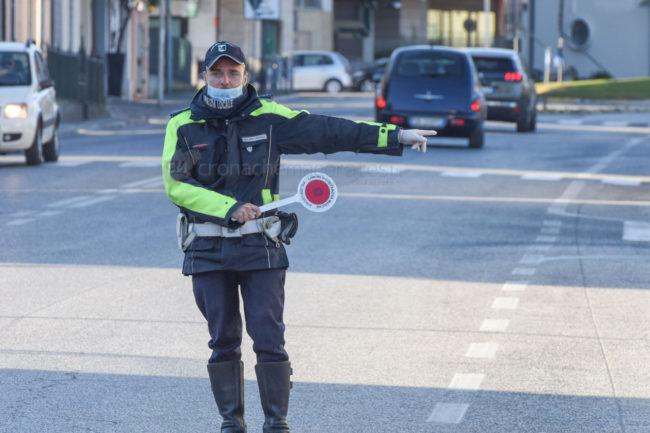 controlli-polizia-locale-vigili-urbani-autocertificazione-coronavirus-civitanova-archivio-arkiv-FDM-3-650x433