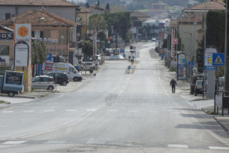 coronavirus-città-deserta-statale-adriatica-via-carducci-civitanova-FDM-15-325x217