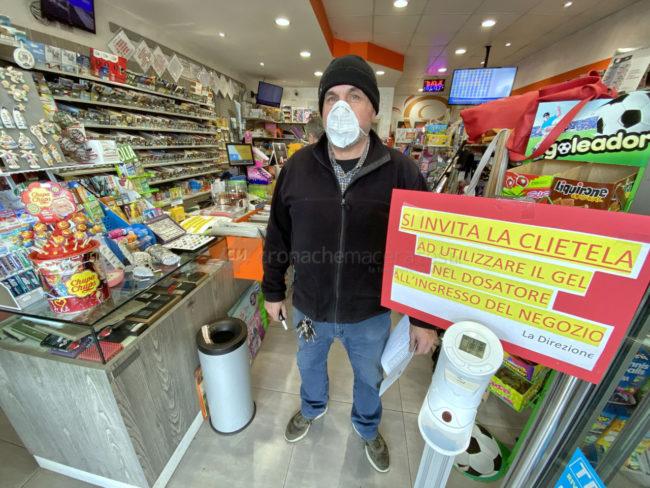 coronavirus-civitanova-cliente-tabaccheria-giannini-FDM