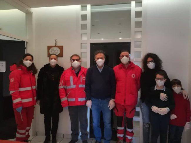 donazione-mascherine-cri-camerino-5-650x488