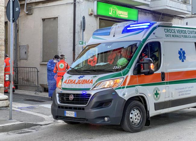 intervento-ambulanza-croce-verde-118-vialetto-sud-civitanova-FDM-4-650x468