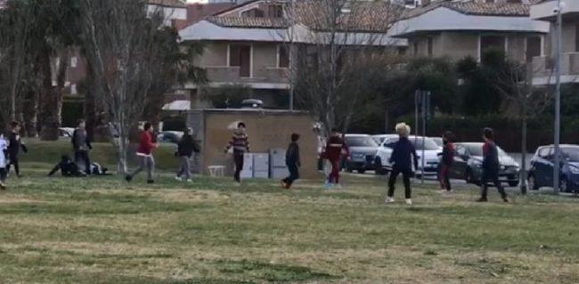 mamme-del-parco-via-martiri-foibe-gioco-calcio-1-650x319
