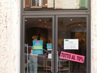 negozi-chiusi-tolentino-coronavirus-3-325x244