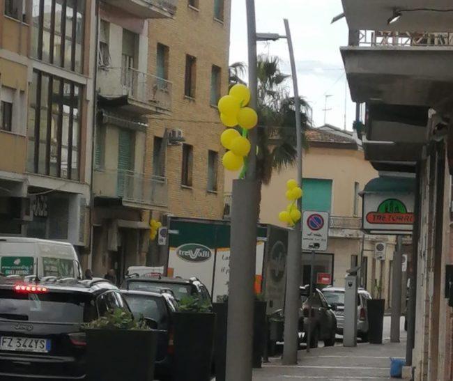 palloncini-gialli-civitanova-2-e1583490192656-650x547