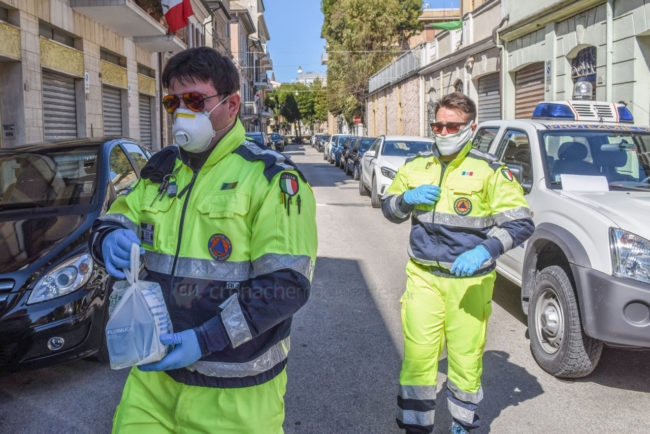 protezione-civile-consegna-medicinali-coronavirus-civitanova-FDM-1-650x434