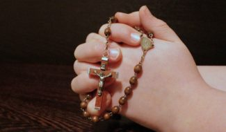 rosary-1211064_1280-325x191