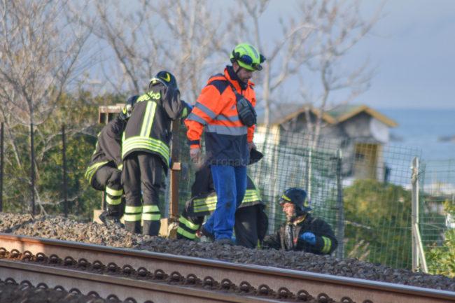 treno-travolge-uomo-ppp-3-650x433