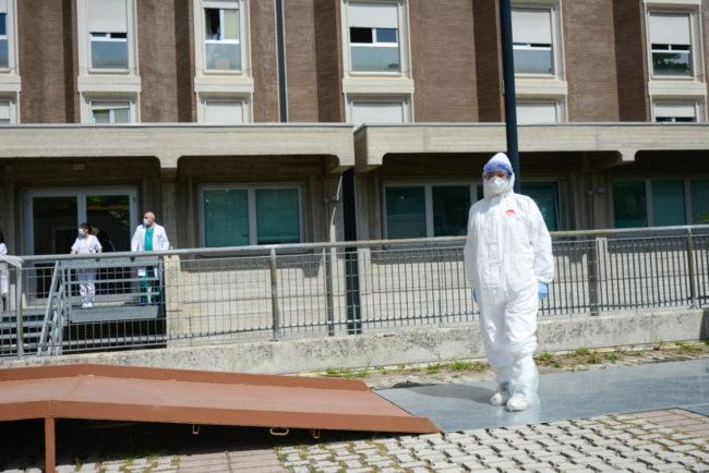 CoronaVirus_OmaggioAutorità_Ospedale_FF-13-650x434