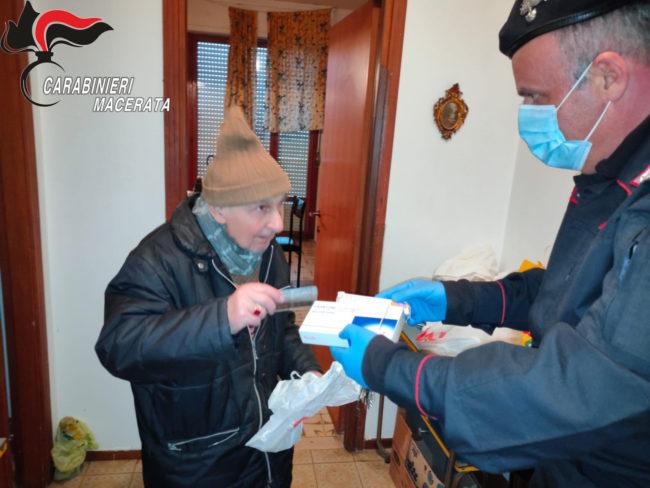carabinieri-consegna-farmaci-2-650x488