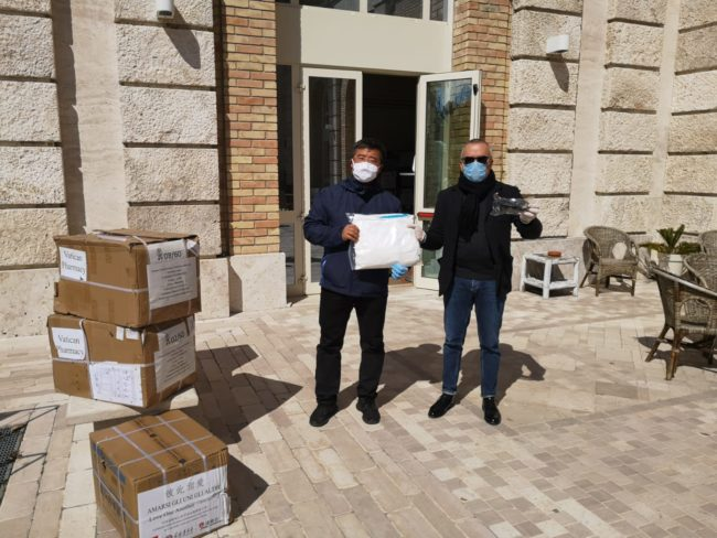 consegnati_materiali_cinesi_cattolici_maccioni-1-650x488