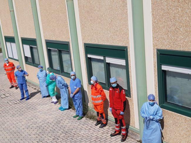 omaggio-pasqua-ospedale-Camerino-10-650x488