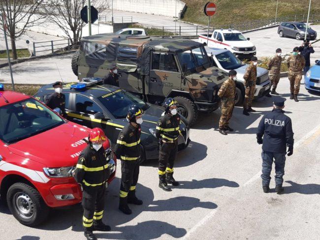 omaggio-pasqua-ospedale-Camerino-11-650x488