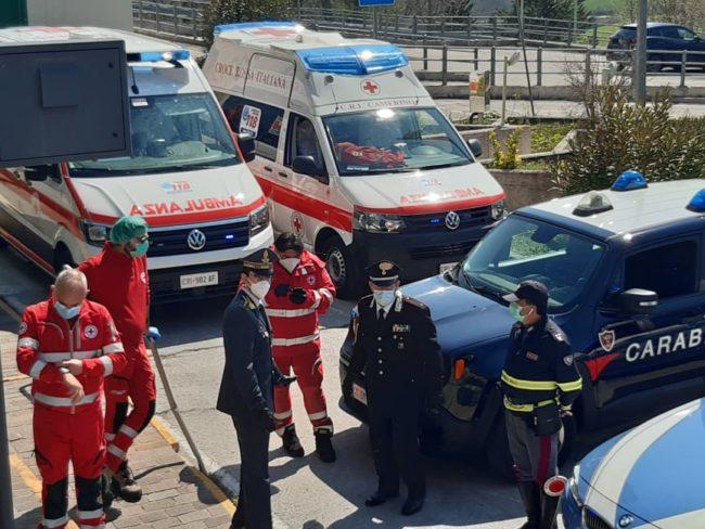 omaggio-pasqua-ospedale-Camerino-13-650x488