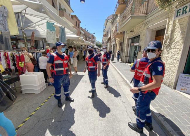 bancarelle-mercato-covid-anc-carabinieri-corso-dalmazia-civitanova-FDM-5-650x466