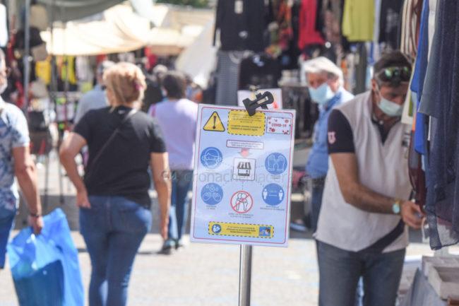 bancarelle-mercato-covid-piazza-xx-settembre-civitanova-FDM-4-650x433