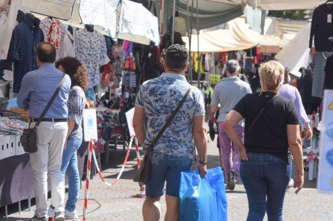 bancarelle-mercato-covid-piazza-xx-settembre-civitanova-FDM-5-650x433