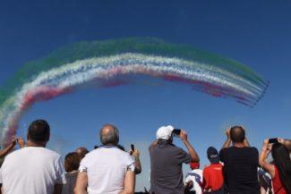 frecce-tricolori-scossicci-porto-recanati-fdm-22-650x434-1-325x217