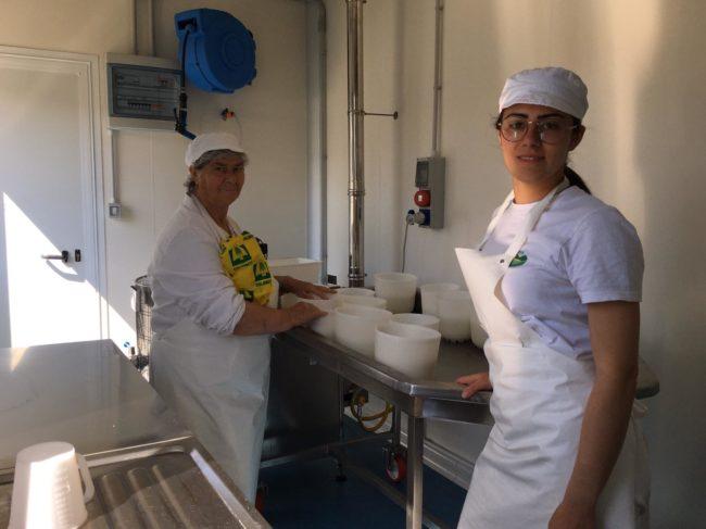 marica-tidei-nel-laboratorio-con-la-nonna-2-650x487