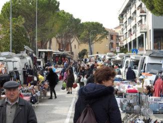 mercato-settinale-martedì-1-325x244