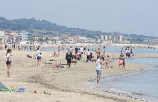 riapertura totale spiaggia lungomare centro nord covid – civitanova – FDM (3)