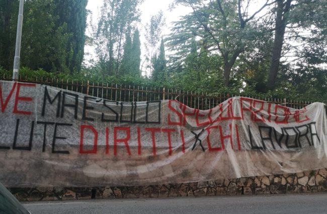 striscione-protesta-sanità-macerata1-e1590579676168-650x426