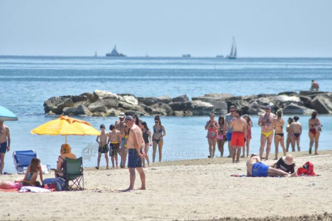 2-giugno-spiaggia-e-lungomare-nord-estate-civitanova-FDM-6-650x433