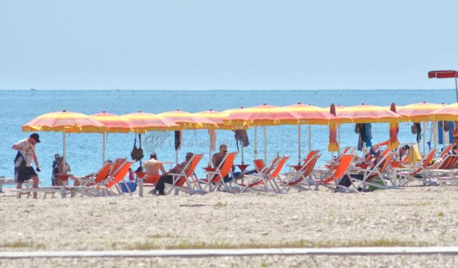 2-giugno-spiaggia-e-lungomare-sud-estate-civitanova-FDM-2-650x381