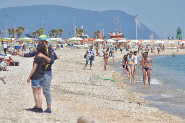 2-giugno-spiaggia-e-lungomare-sud-estate-civitanova-FDM-4-650x433