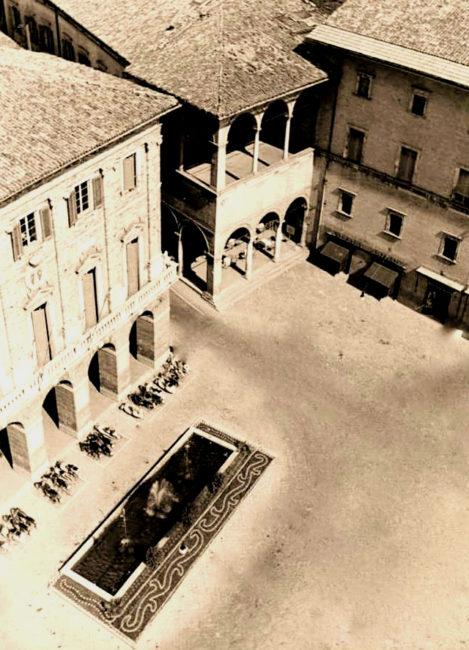 LA-FONTANA-DI-PIAZZA-1950-R1-469x650