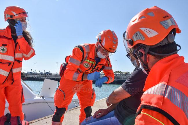 esercitaizone-area-portuale-guardia-costiere-vdf-soccorsi-croce-verde-porto-civitanova-FDM-2-650x433
