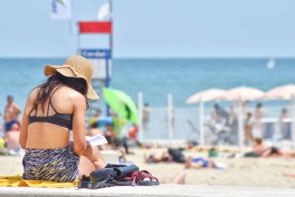 estate-al-mare-spiaggia-bagnanti-lungomare-centro-civitanova-FDM-1-325x217