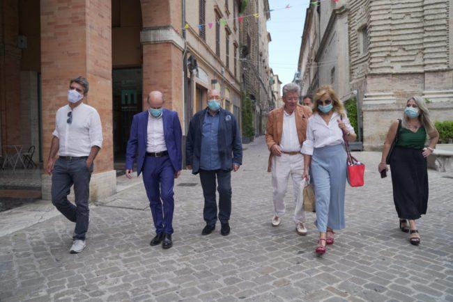 fOscar-Ferretti-Cinema-Corso-Andrea-Petinari-2020-06-25-at-16.50.53-650x434