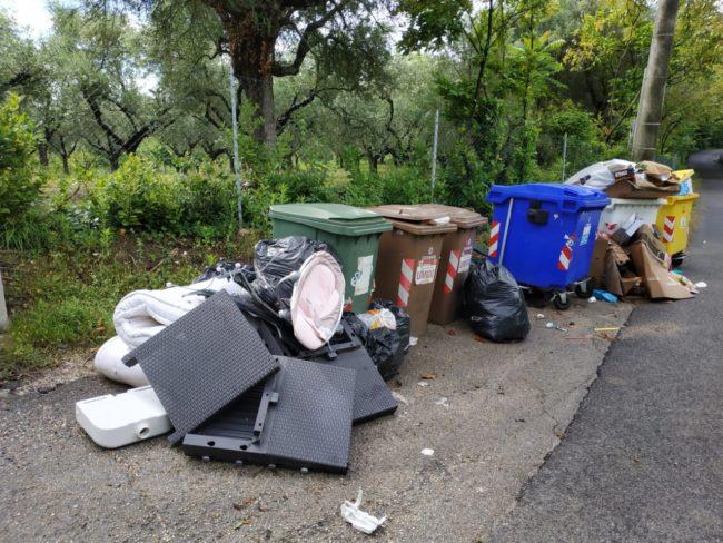 rifiuti_chiesa_cappuccini_vecchi-2-650x488