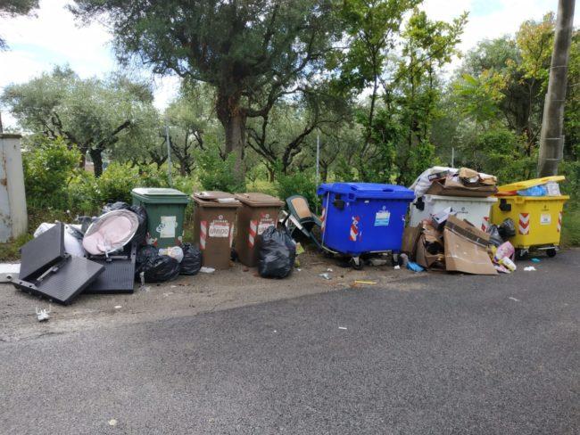 rifiuti_chiesa_cappuccini_vecchi-3-650x488