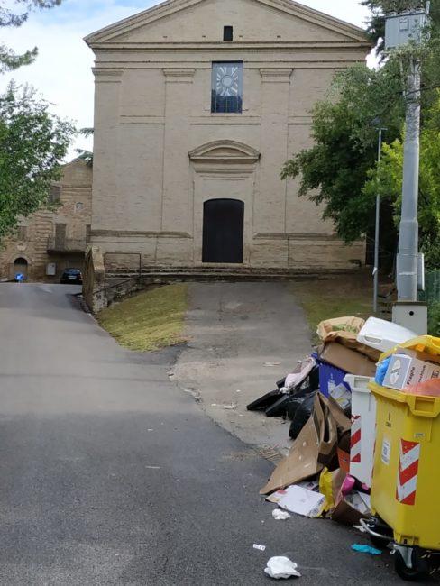 rifiuti_chiesa_cappuccini_vecchi-4-488x650