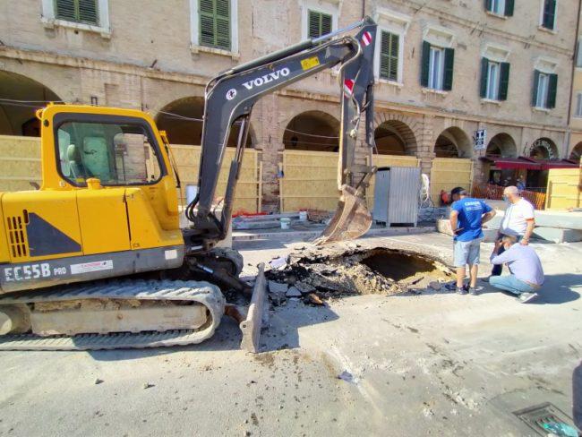 voragine-piazza-del-popolo-san-severino-6-650x488