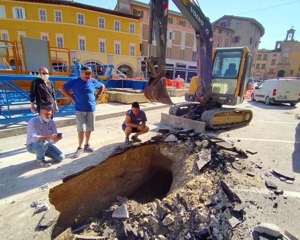 voragine-piazza-del-popolo-san-severino-7-1