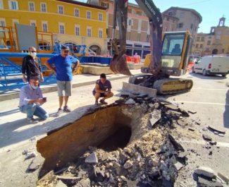 voragine-piazza-del-popolo-san-severino-7-e1592904106571-325x265
