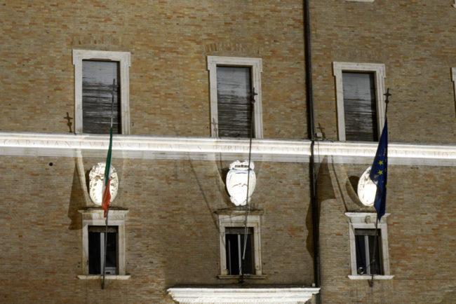 PalazzoPrefetto_Tapparelle_Bandiere_FF-34-650x434
