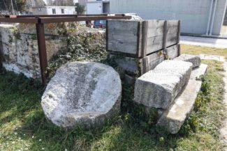 antiche-tombe-pietre-reperti-archeologici-depuratore-atac-civitanova-FDM-2-325x217